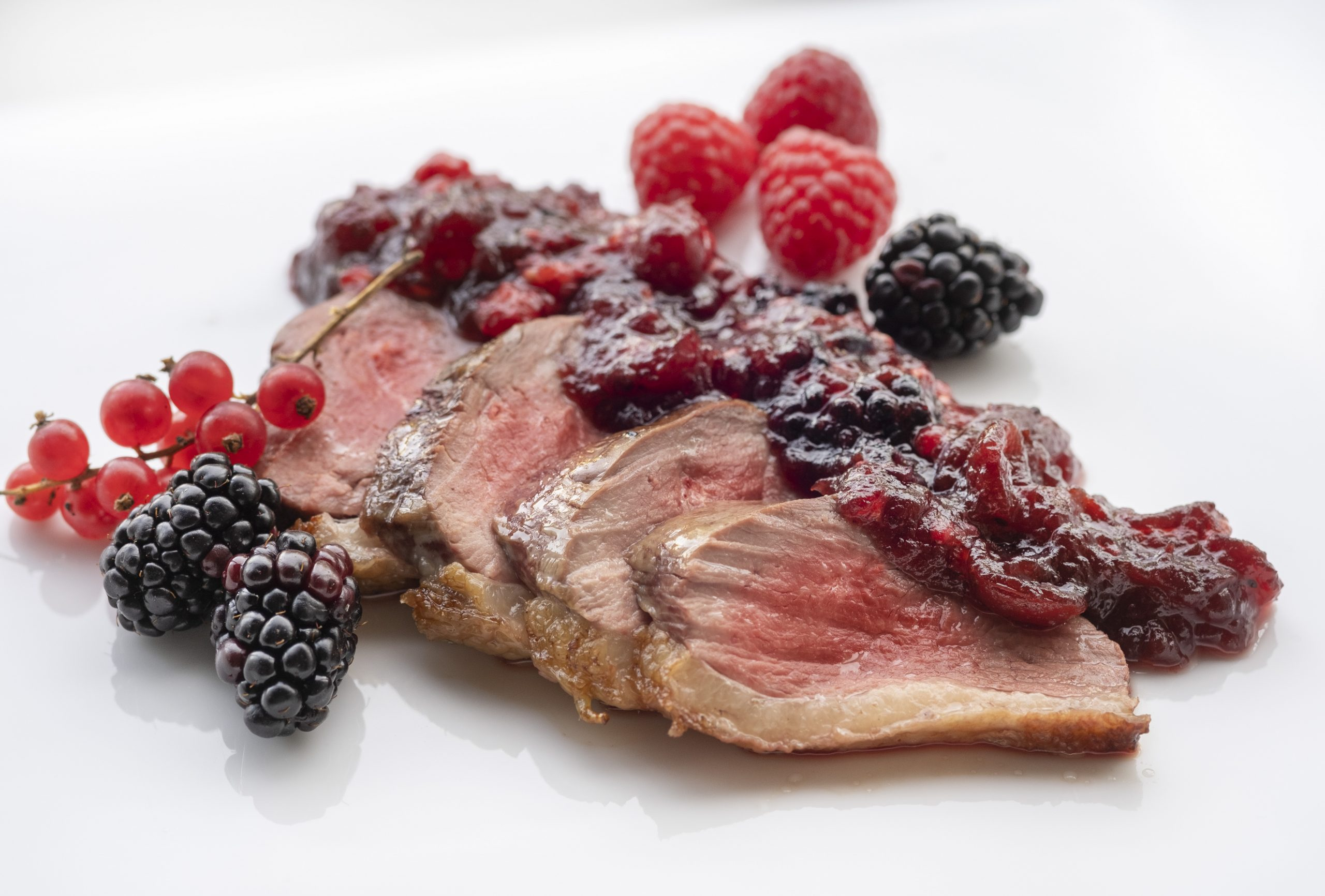 Magret d´ànec amb fruits vermells