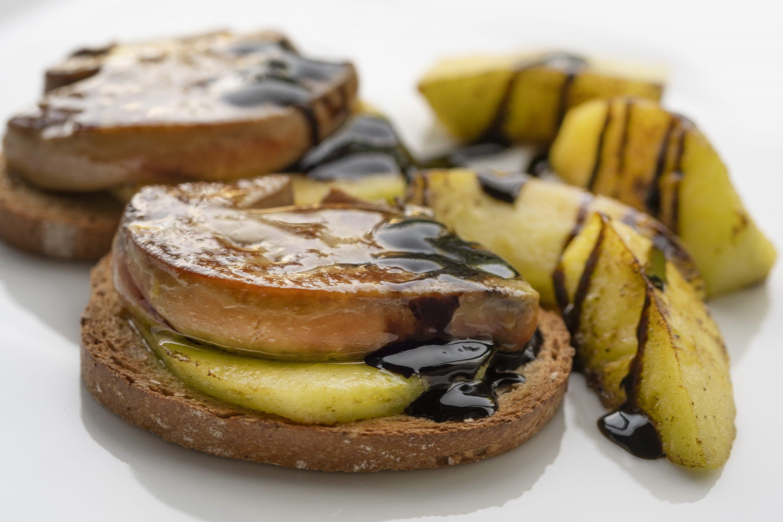 Foie-gras d´ànec amb poma i caramel de ratafia